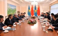 Мемлекет басшысы Қытай Халық Республикасының төрағасы Си Цзиньпинмен кездесті