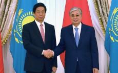 Глава государства провел встречу с Председателем Постоянного комитета Всекитайского собрания народных представителей КНР Ли Чжаньшу