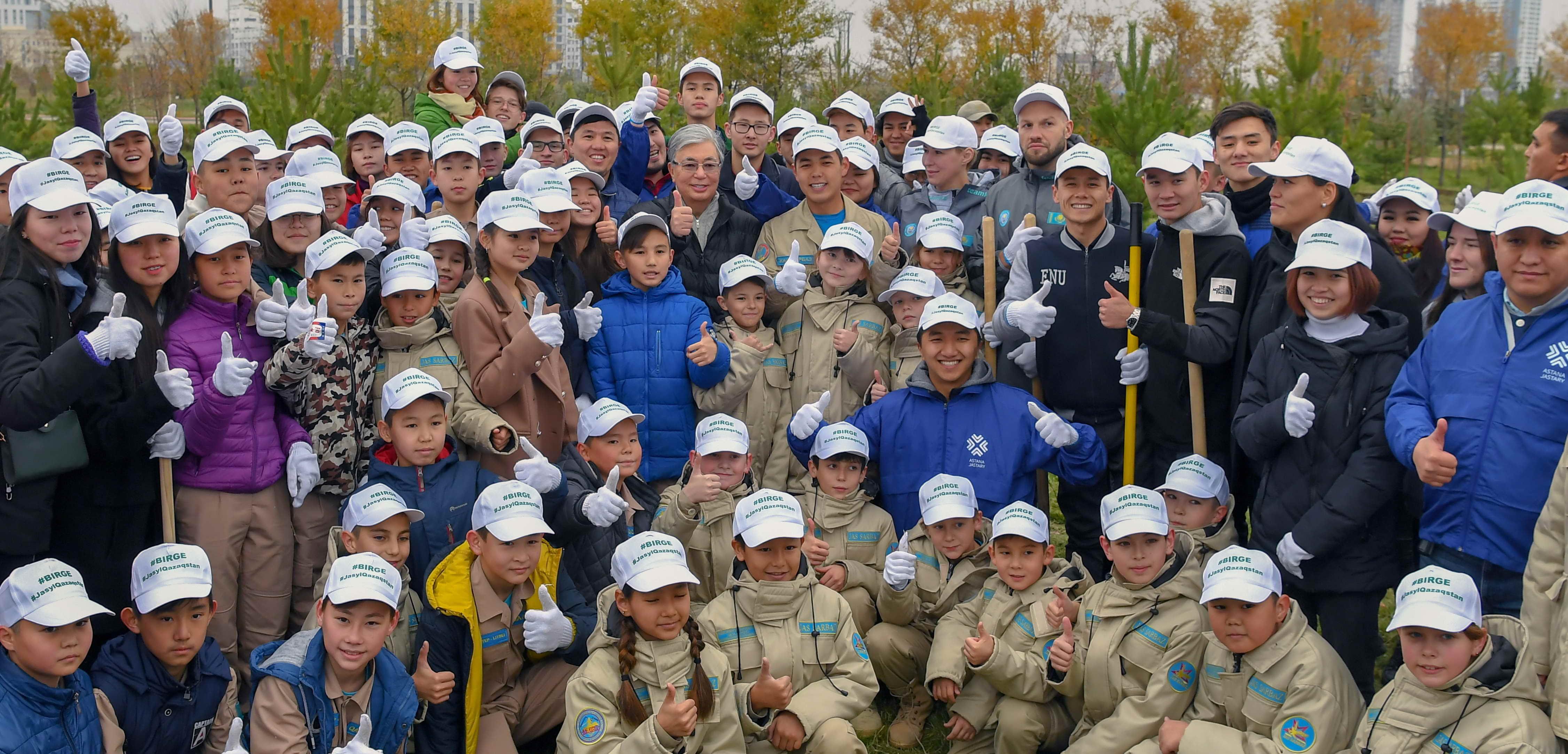 Президент Казахстана принял участие в общегородском субботнике 1