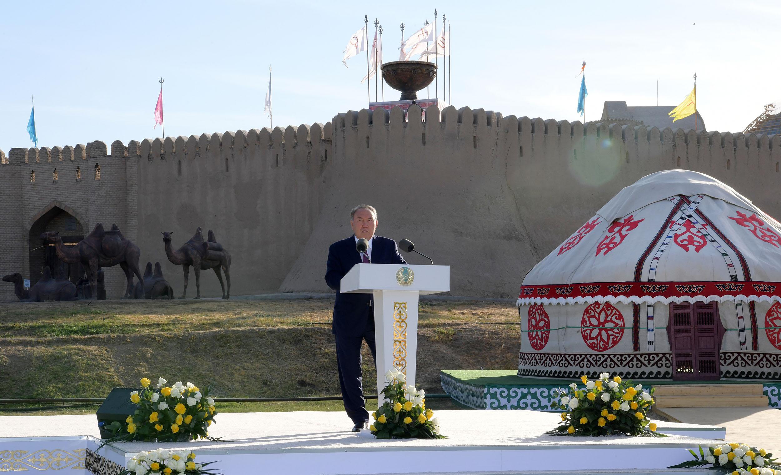 Нұрсұлтан Назарбаев Түркістанды ілгерілету ісінде тұрғындарға табыс тіледі
