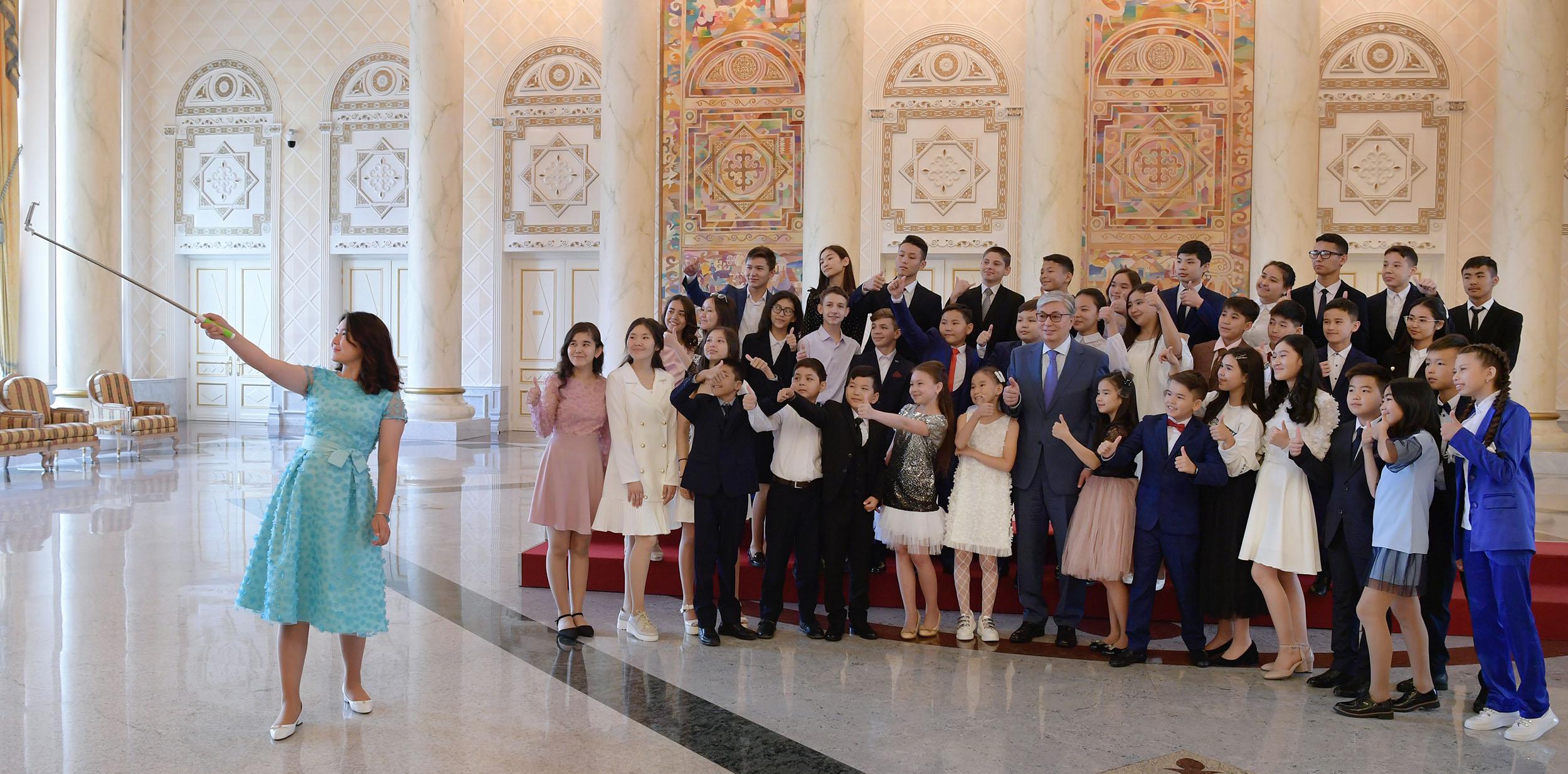 Касым-Жомарт Токаев встретился с одаренными детьми 2