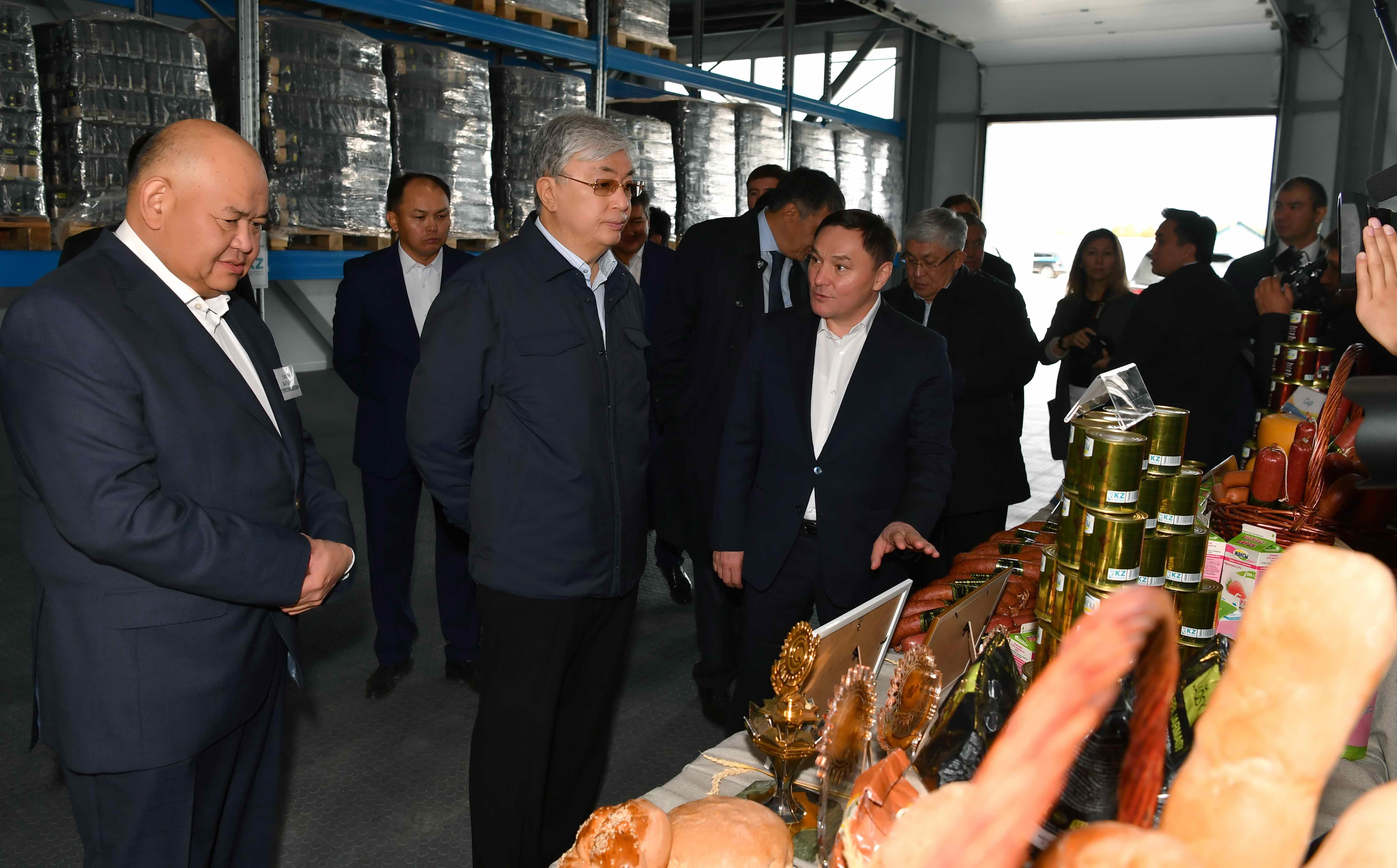 К.Токаев посетил агропромышленный комплекс в акмолинском селе Жаксы