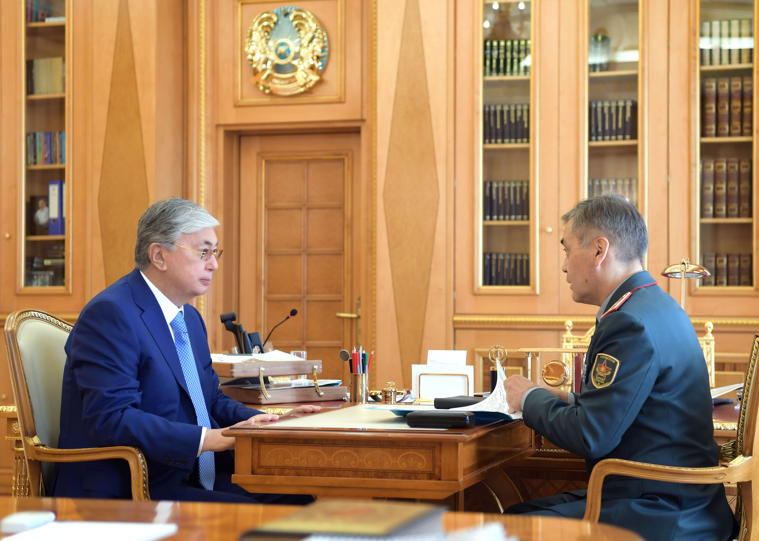 Токаев принял министра обороны Нурлана Ермекбаева