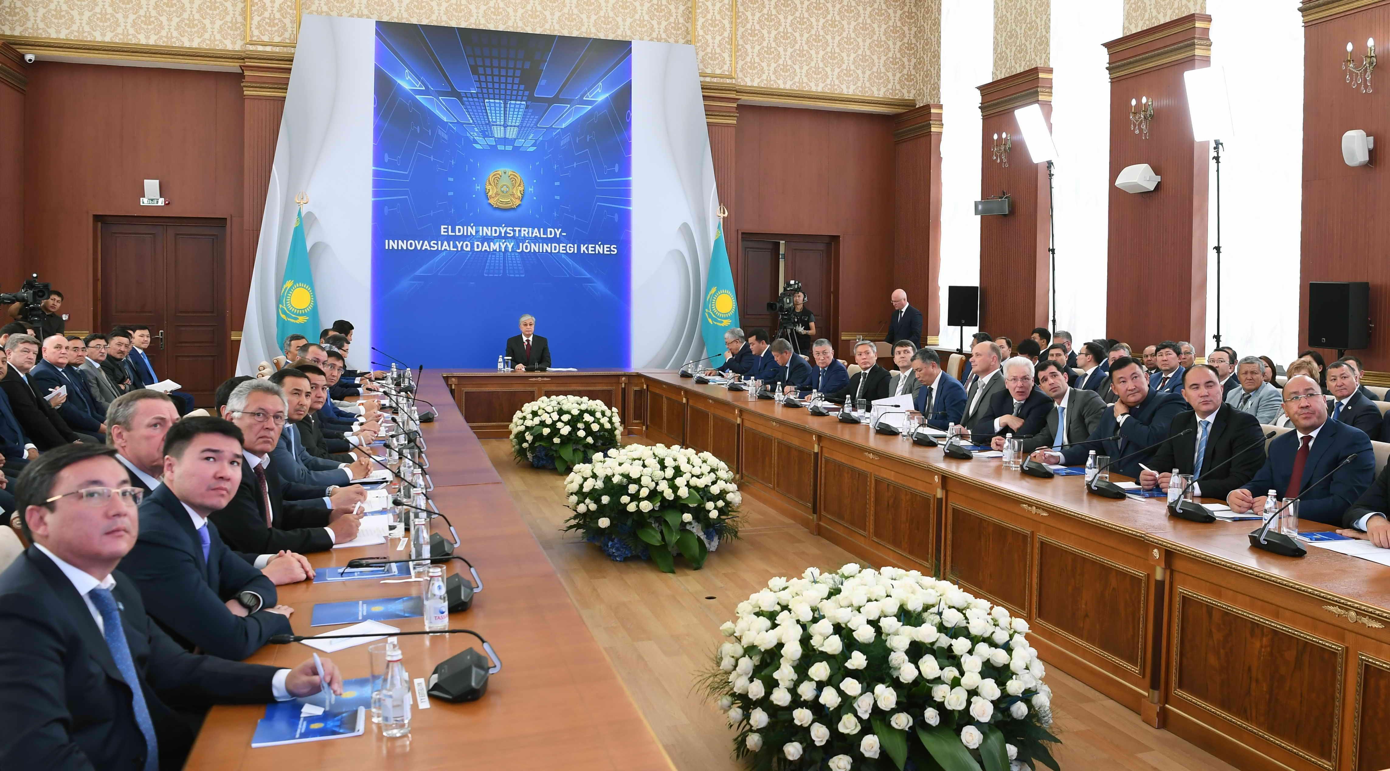 Касым-Жомарт Токаев назвал задачи, которые необходимо решить Правительству и акиматам 2