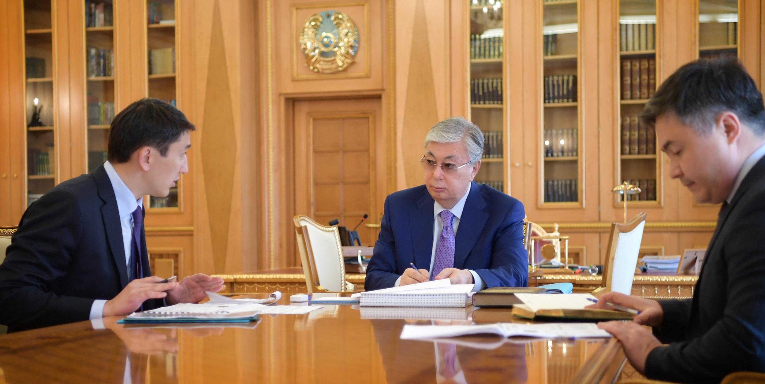 Токаев поручил решить проблему ТБО министру экологии