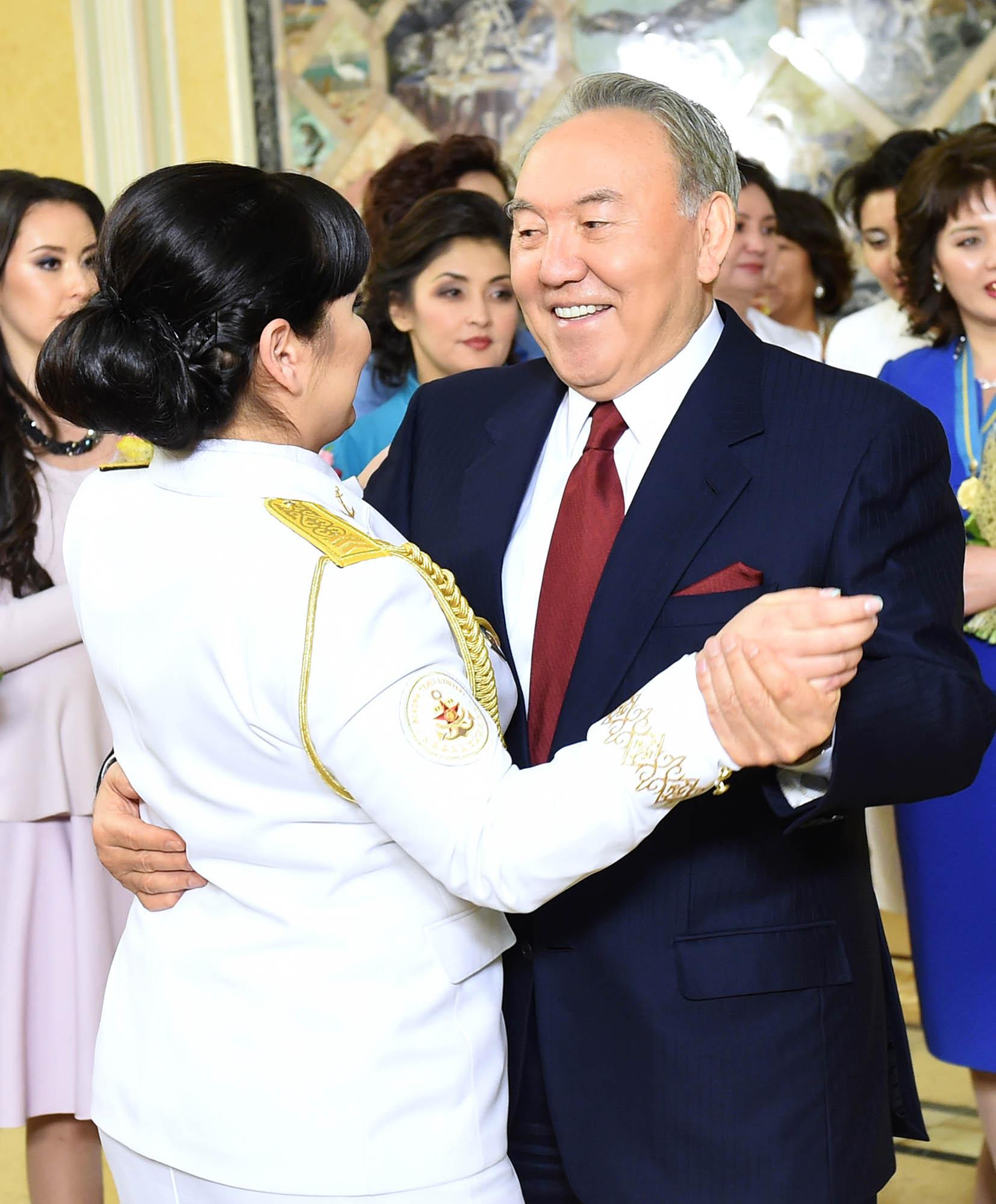 Назарбаев поздравил всех женщин Казахстана с 8 Марта